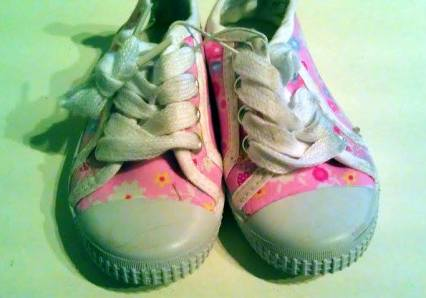 Att köpa skor till småbarn är något av det svåraste jag försökt mig på!